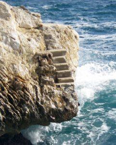 sabine lamarche - annales akashiques - escalier sur la mer